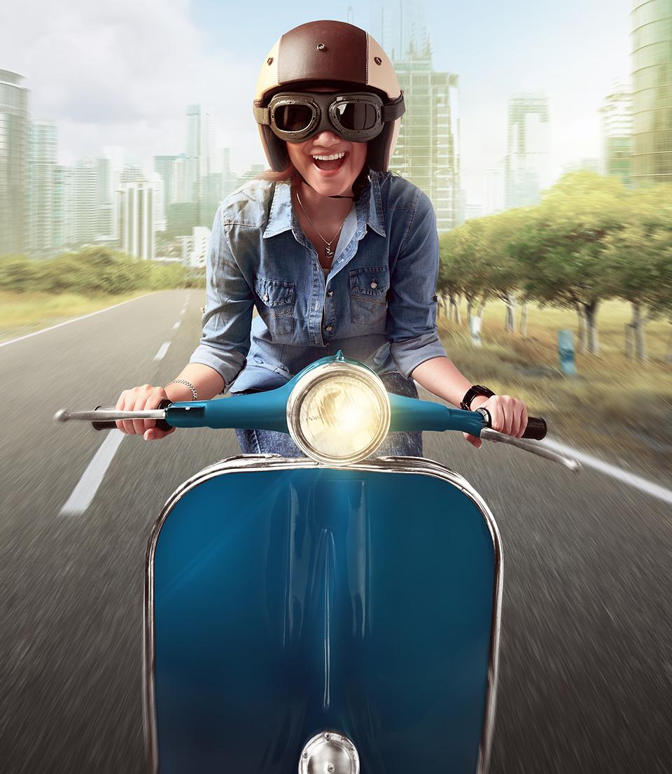moto bleue femme